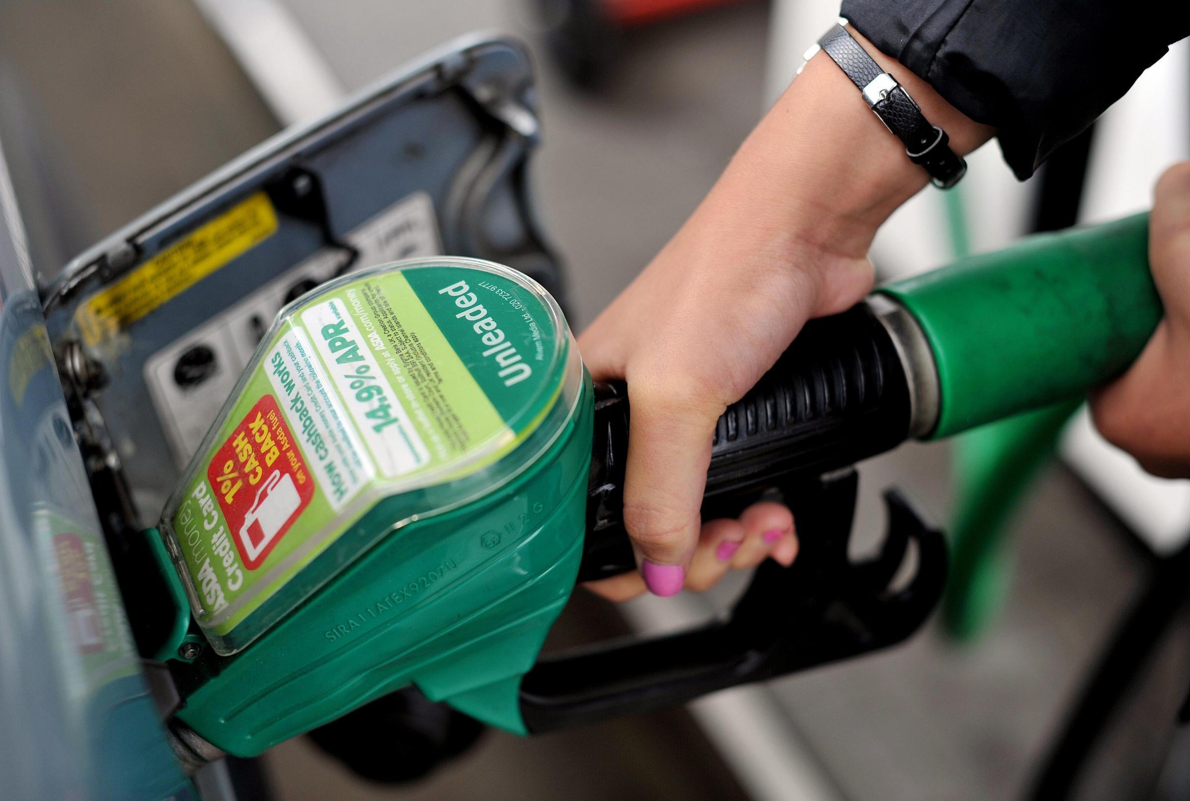 Supermarkets cut petrol prices by 3p per litre