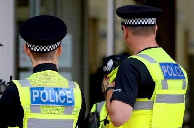 Dorset Police witness appeal after man's 'suspicious' behaviour towards girl