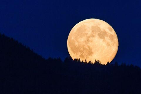 Full Moon 2020: Is it a Full Moon today - Why is the Moon so big ...