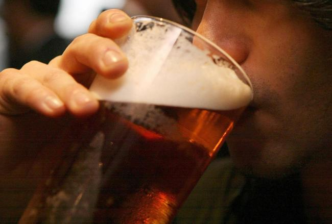 Pubs, bars and restaurants in England will be forced to close by 10pm from Thursday