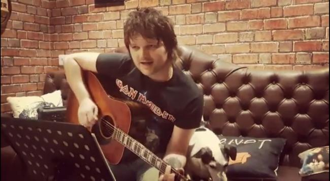 Nick Capaldi has been hosting 'Live Bar Sessions' on his Youtube page, @Nick Capaldi