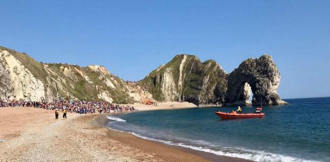 Police and Coastguards called to Durdle Door AGAIN as people continue to climb 200ft arch