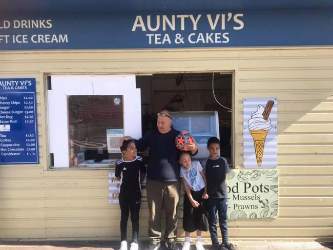 Peter Townsend and Buster Crabbe's grandchildren at Aunty Vi's Cafe on Weymouth Beach Picture: Supplied by Peter Townsend