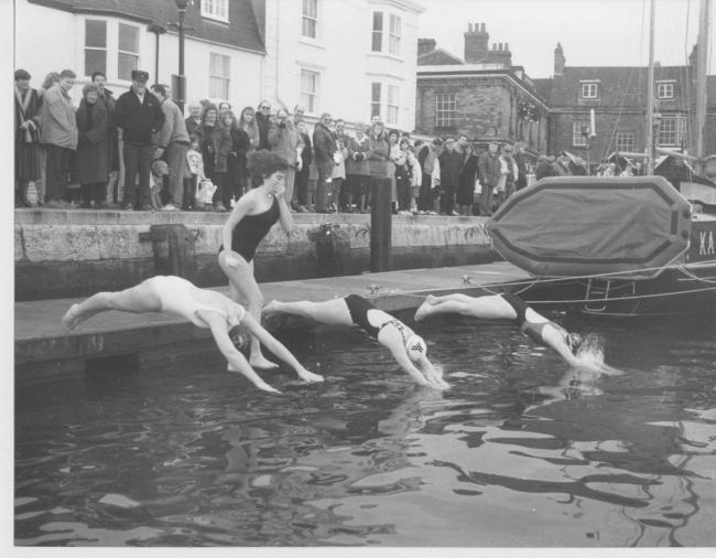 Start of the Women's Christmas Day Harbour Swim in 1987