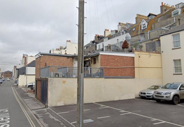 Dorset Echo: l'ispettore della pianificazione non era favorevole all'aggiunta di un'altra estensione sul retro dell'edificio - nella foto prima dei lavori Foto: Google Maps