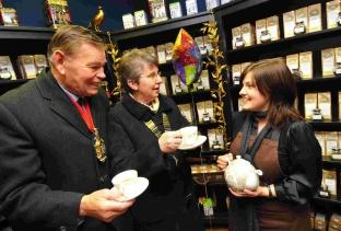 Joanna Davies with the mayor of Dorchester Les Phillips and president of the chamber of commerce Denise Addison at the opening of The Gilded Teapot in the Tudor Arcade