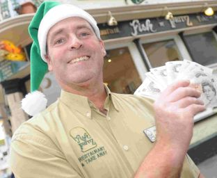 Paul Hay from Fish 'N' Fritz donates £100