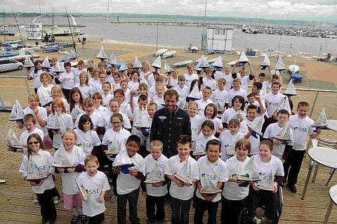 Dorset Echo: Children from St George's Primary School  with Nick Dempsey