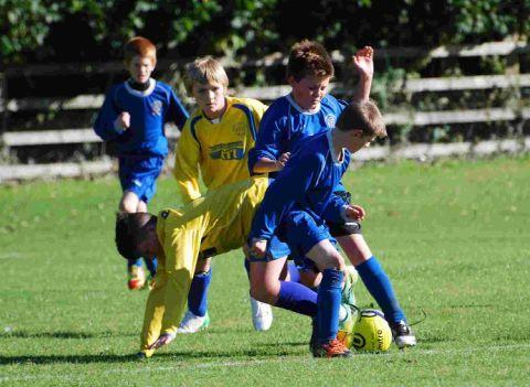 MIDFIELD BATTLE: Longfleet and Weymouth Cougars Under-12s