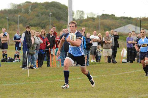 Dorset Echo: WILSON'S A WONDER: Joel Wilson on his way to scoring one of his four tries