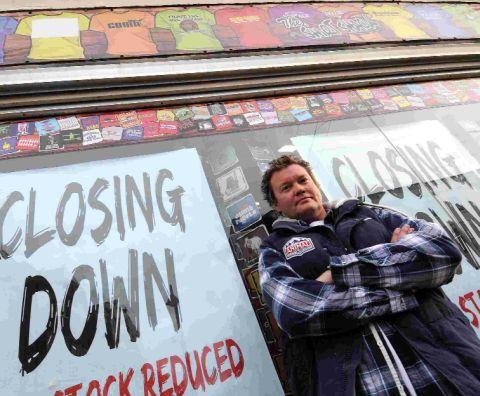 Dorset Echo: Mike Freeman of Shirt Shack, which is closing down