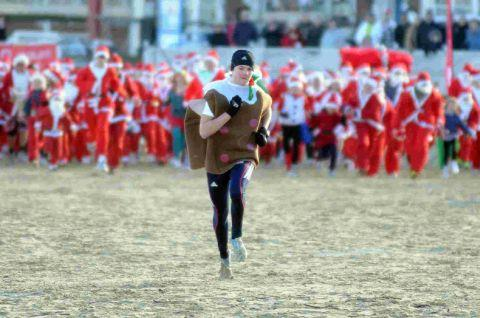 Dorset Echo: ON THE RUN: Last year's Chase the Christmas pudding event