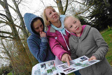 LOOK AROUND: Lynn Thompson with her daughters Jennifer and Charlie take part in last year's family activity day at Lodmoor	 JG7469