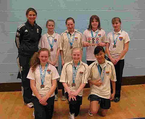 STAR SHOW: England skipper Charlotte Edwards with Woodroffe Under-13s