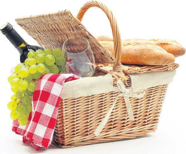 Dorset Echo: Picnic in the Park at Winchester
