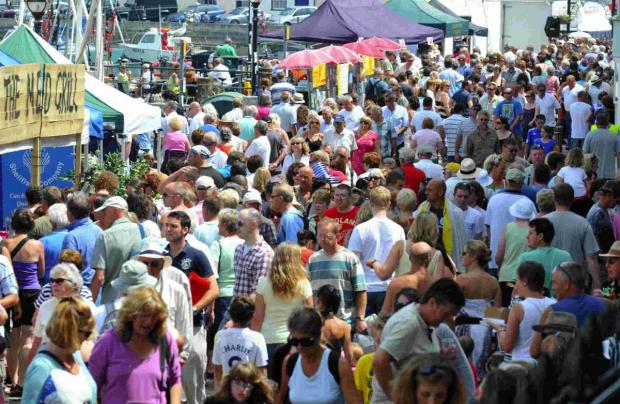 Dorset Echo: RECORD NUMBERS: Crowds flock to last year's festival