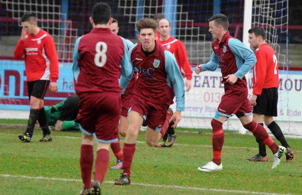 Dorset Echo: ON TARGET: Lee Sharpe