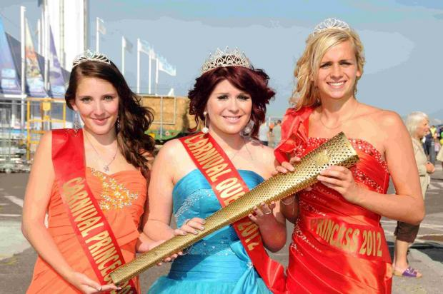 Dorset Echo: CARRYING THE TORCH: Miss Weymouth organiser Elysia Munday as the 2012 carnival queen with attendants Hannah Derrick and Gina Hartley