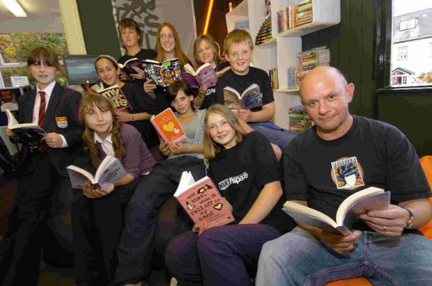 Dorset Echo: Author Nick Hornby at Lyme Regis library with youngsters