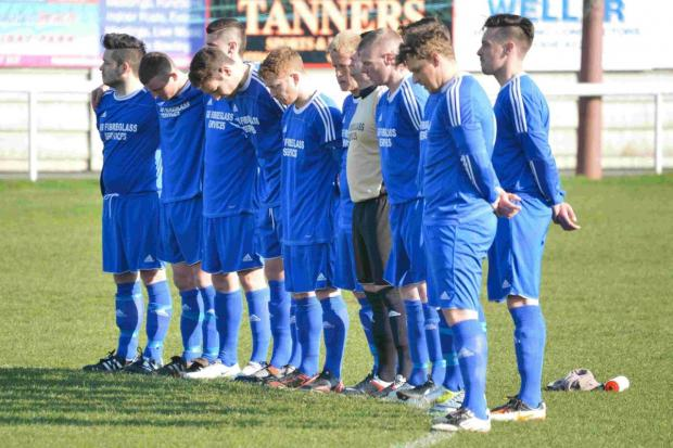 Dorset Echo: MINUTE'S SILENCE: The Portland players observe a minute's silence in memory of Barry Lawley