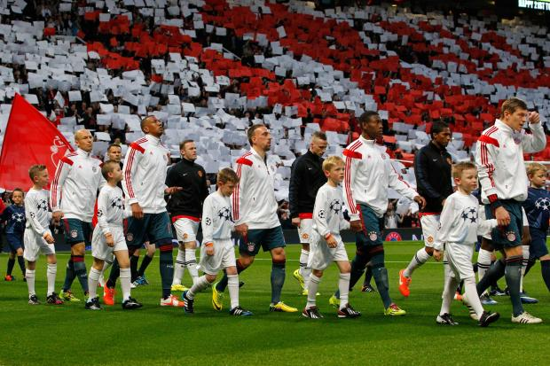 Ole Gunnar Underhay, second mascot from right, with David Alaba