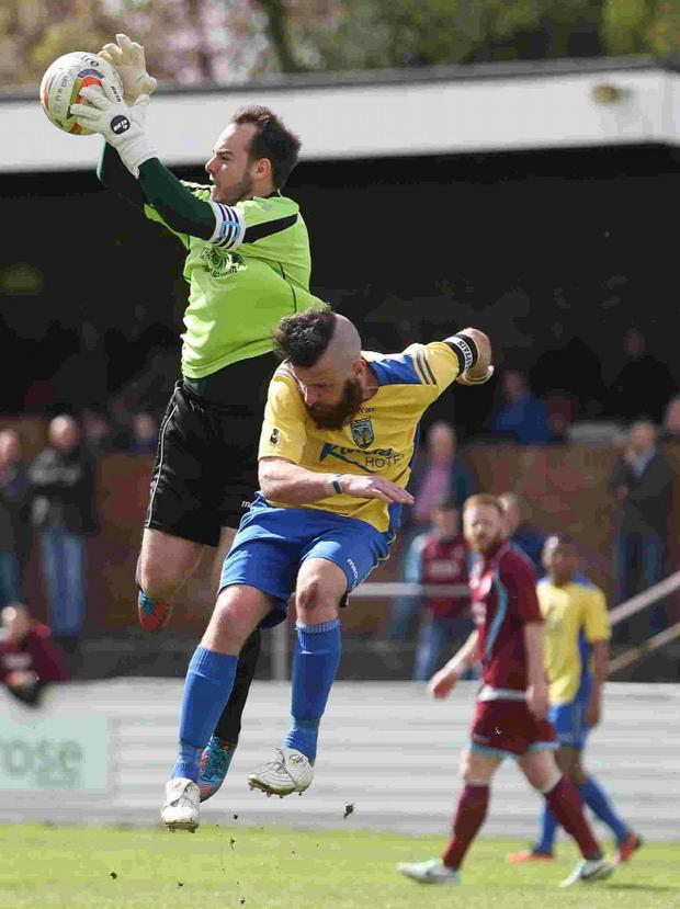 Dorset Echo: SAFE HANDS: Stewart Yetton loses out to Chesham keeper Shane Gore