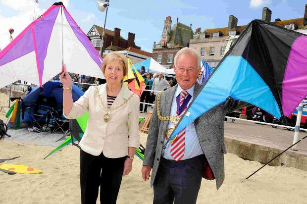 Dorset Echo: FUN: Pam Nixon and Mayor Ray Banham