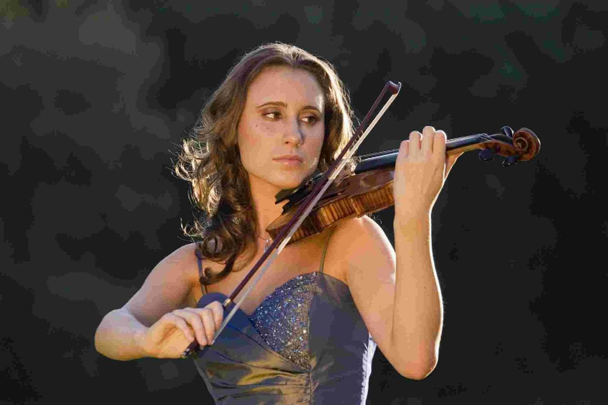 DT1: Top violinist to perform