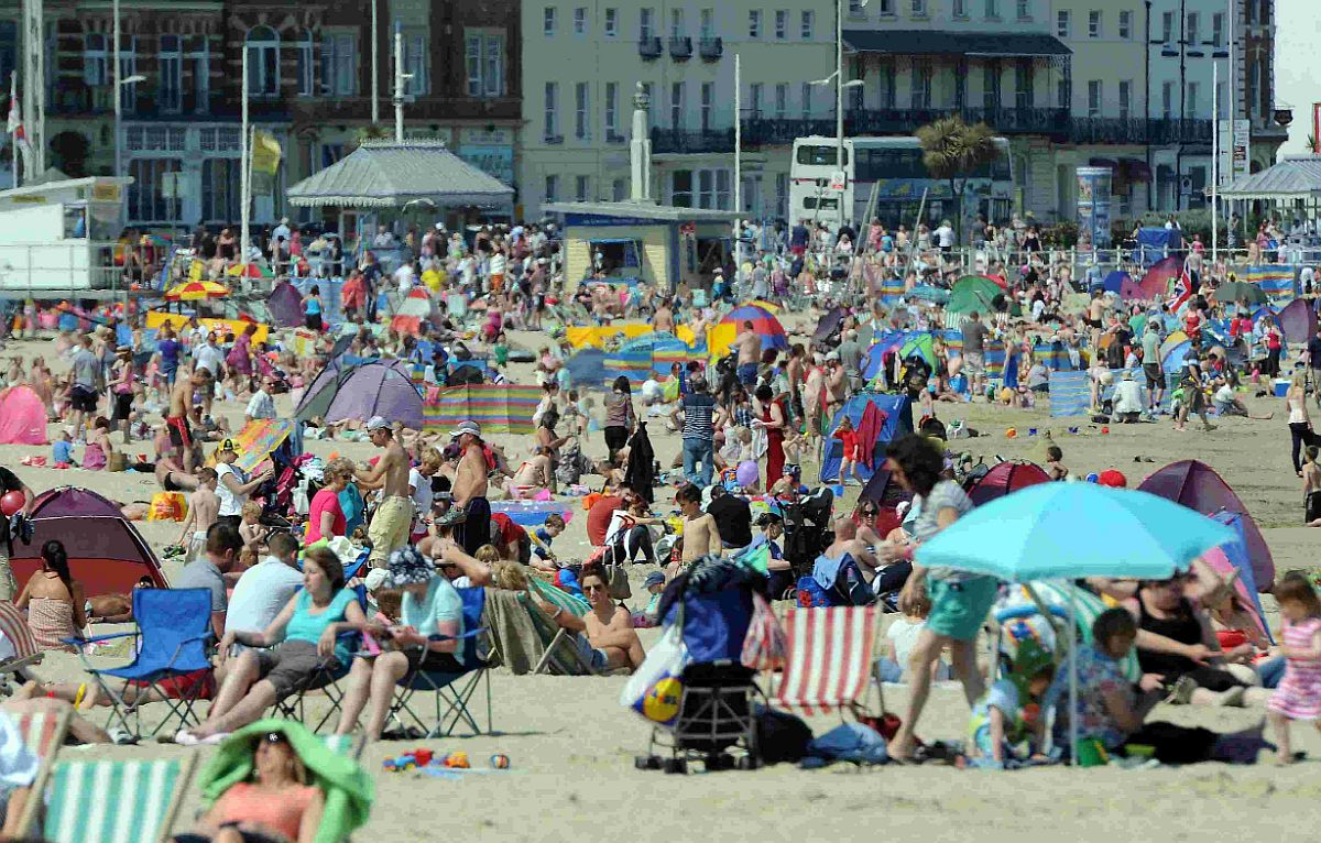 HOTTER THAN ATHENS: Sun worhsippers flock to Weymouth beach