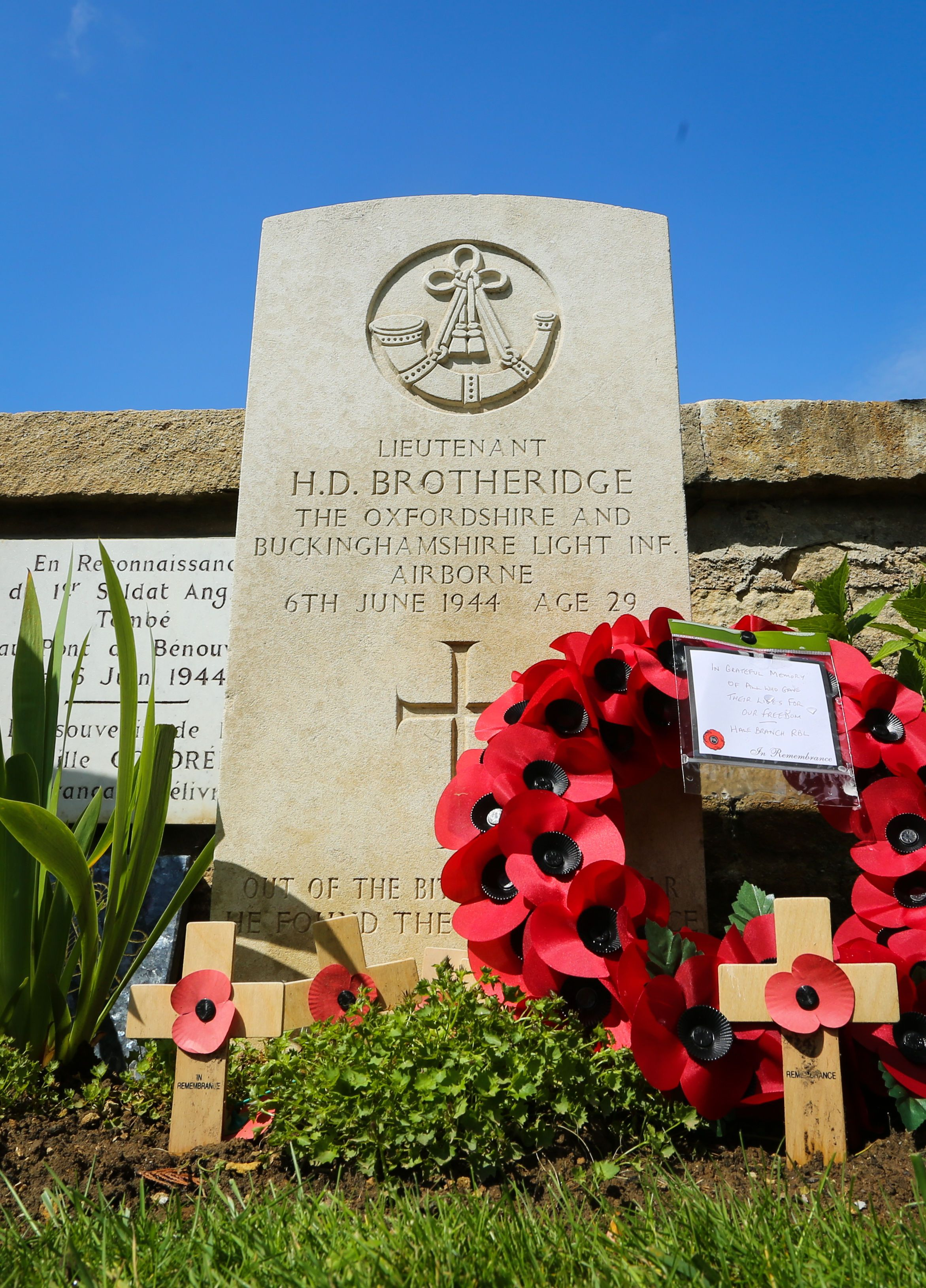 World leaders and veterans pay their respects on Normandy beaches