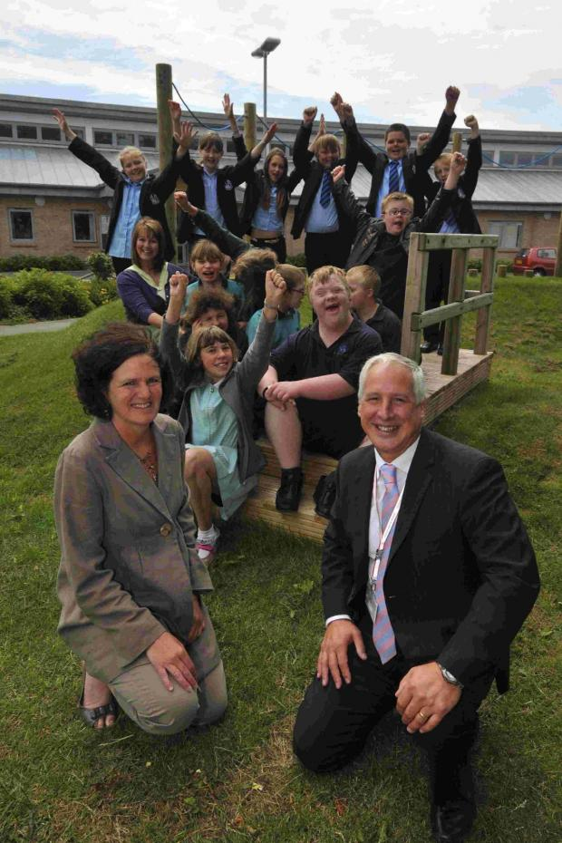 Dorset Echo: HOORAY! Celebrating becoming a Trust school, Wey Valley head Phil Thomas and Wyvern head Sue Hoxey with pupils