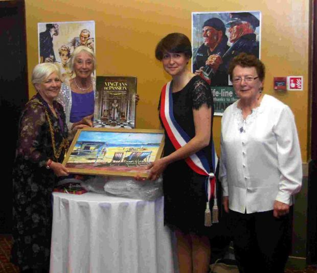 MERCI: Mayor Kate Wheller presents a painting of Weymouth beach by Olivia Nurrish to Louviers First Deputy Mayor Anne Terlez. Watching are Twinning Committee chairman Cath Irving, second left, and Louviers twinning committee chairman Jacqueline Hamon