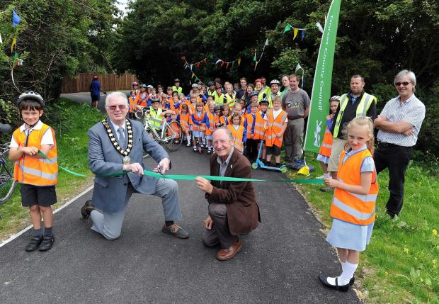 New cycleway opens in Weymouth