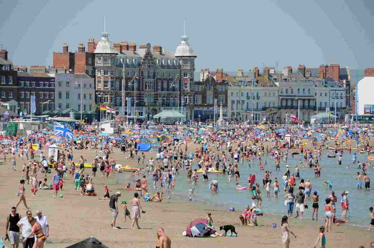SEE THE SEASIDE :  A busy Weymouth beach