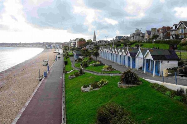 Heated exchange over future of seafront chalets