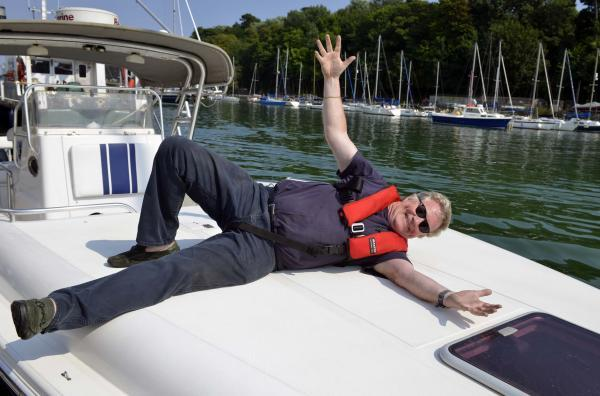Jim Davidson sails in to Weymouth harbour in style