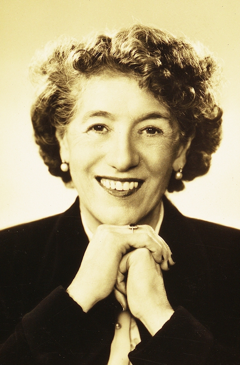 enid blyton This is a famous ,,enid blyton,, storiesenid blyton was an english children's writer also known as mary pollock she is noted for numerous series of popular books based on recurring characters and designed for different age groupsit was so ins-trusting for all.