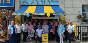 Dorset Echo: Happy 80th birthday Rossi's! Ice cream fans rejoice as shop marks milestone!