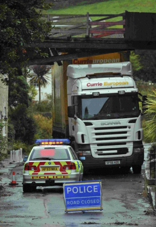 The lorry wedged under the walkway in Upwey