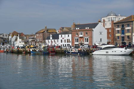 Report crime and other problems around Weymouth Harbour says council