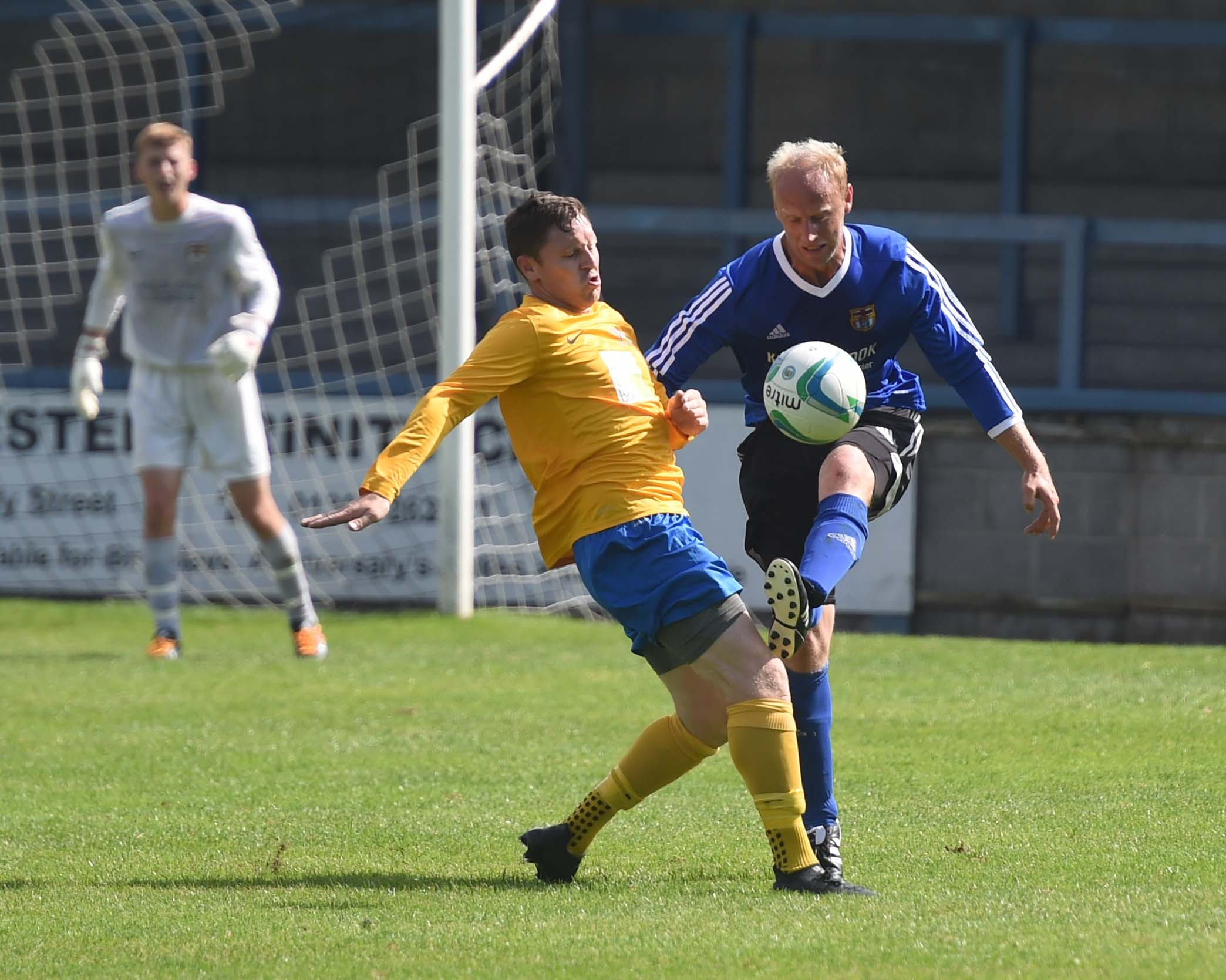 足球:Sturminster Newton坚持震惊Dorchester Sports