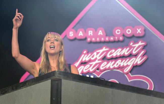 DJ Sara Cox .Picture by: Finnbarr Webster Photography.