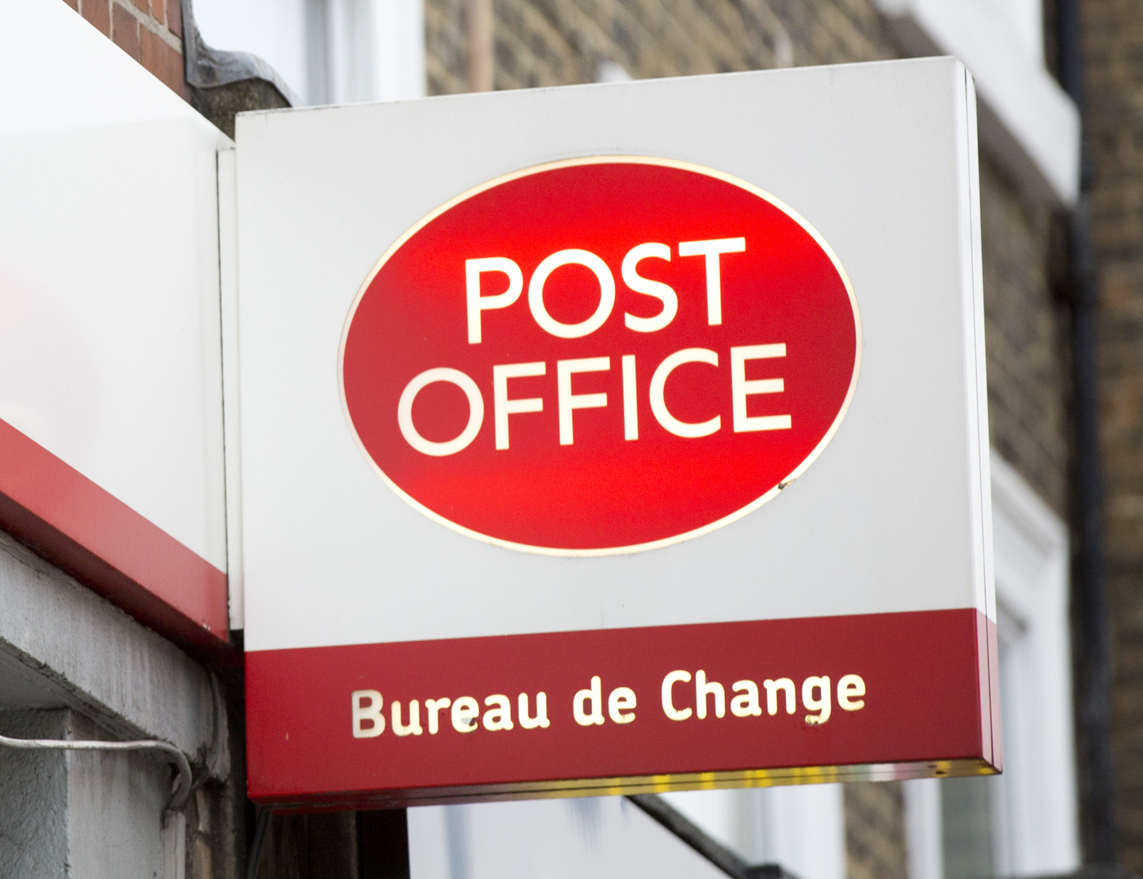 Man uses 'sleight of hand' to steal £20 notes from Post Offices near Dorchester